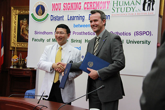 MOU signing Ceremony between the Clinical Prof. Udom Kachinthorn, the Dean of Siriraj Medical Faculty, Mahidol University and Christian Schlierf, CEO of Human Study e.V. February 2013 in Bangkok, Thailand