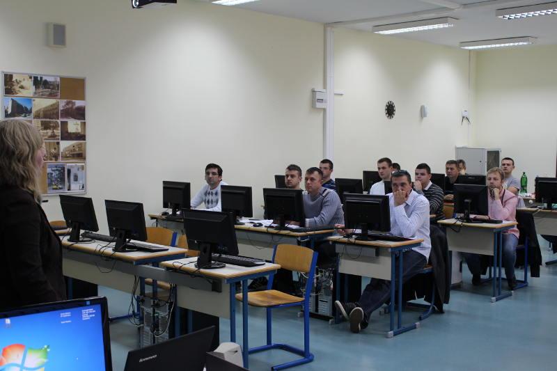Project Manager Danijela Konjić introducing students to Human Study e.V.
